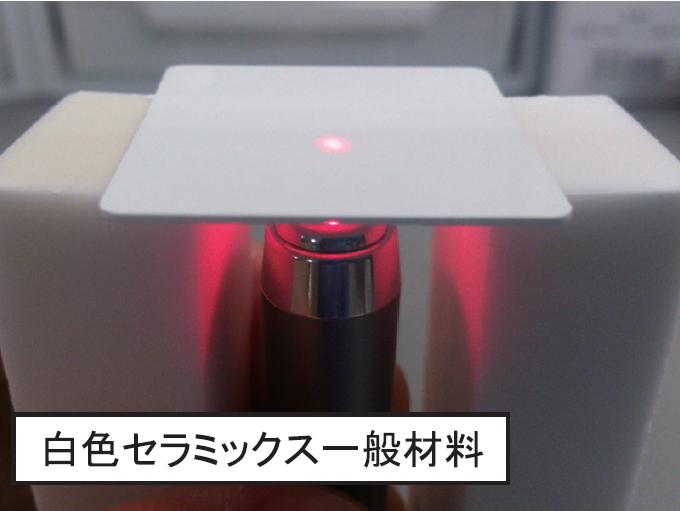 一般的な白色セラミックスのレーザー照射時の挙動